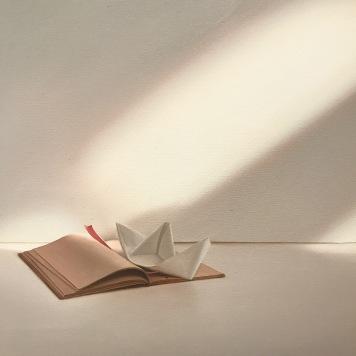 Buch mit Papierschiffchen :: 2015 :: Edite Grinberga :: Galerie Friedmann-Hahn :: Berlin :: CONTEXT Art Fair