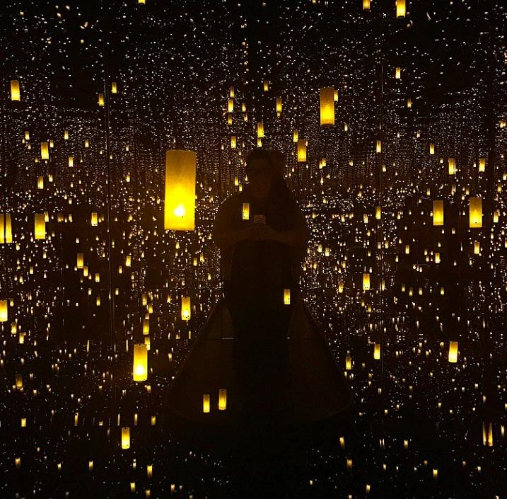 Aftermath of Obliteration of Eternity :: 2009 :: Yayoi Kusama :: Yayoi Kusama: Infinity Mirrors :: Hirshhorn :: Washington :: DC